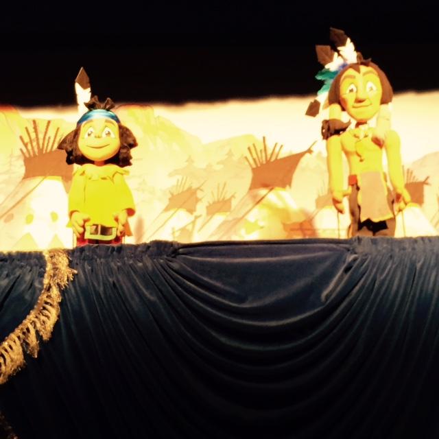 Etwas hölzern: Die Figuren aus dem Yakari Puppentheater