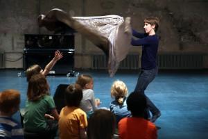 Antje Pfundtner Nimmer & Nimmermehr Tanztheater für Kinder auf Kampnagel