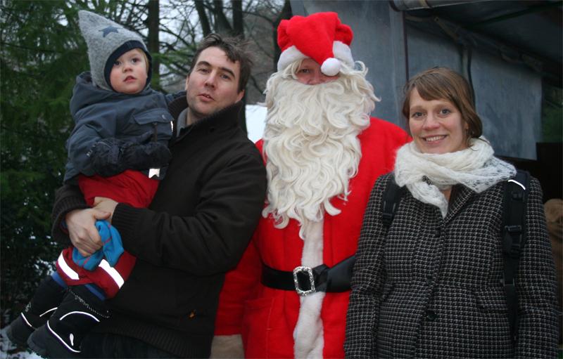 Aus dem Archiv: Die Ahoi Famlie mit dem Nikolaus. Und die Preisfrage: Wer ist eigentlich dicker: Ich in damals schwanger oder der Nikolaus?