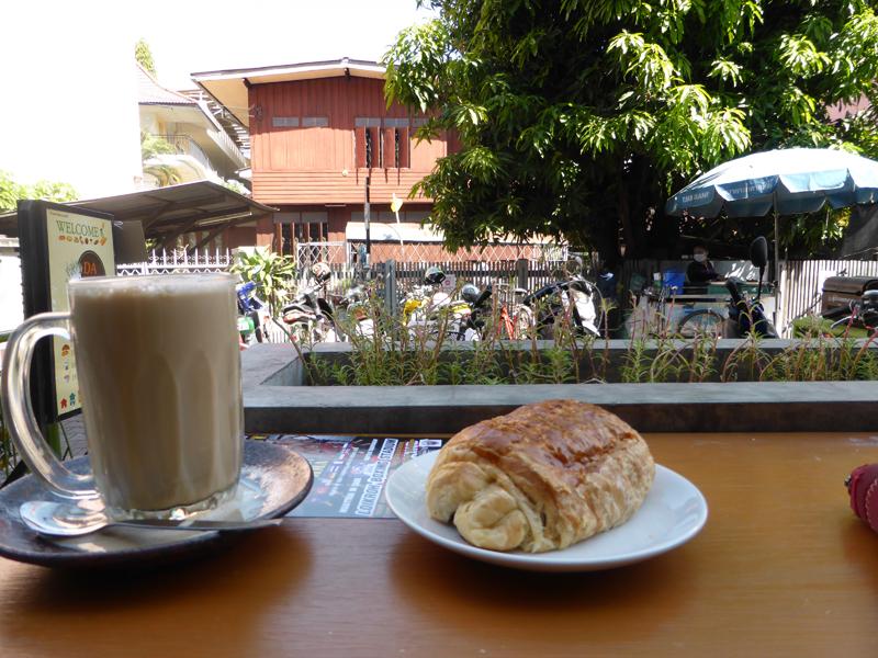 Schön Euch wiederzusehen: Hallo Croissant und Latte Macchiato!