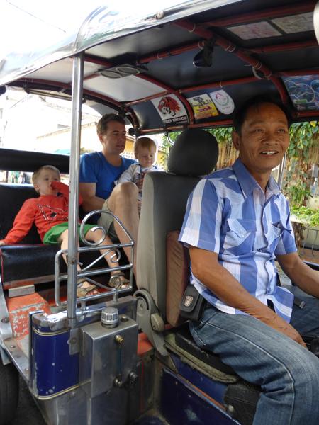 Tuk-Tuk fahren ist natürlich ein Muss in Thailand - auch mit Kindern