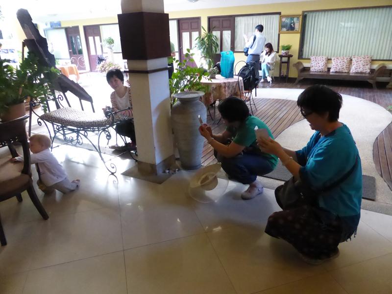 Lästig: Chinesische Papparazzi lauert uns im der Hotellobby auf