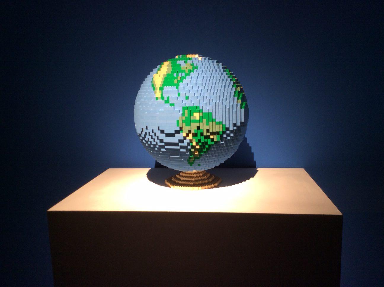 Art of the brick lego ausstellung globus aus lego welt