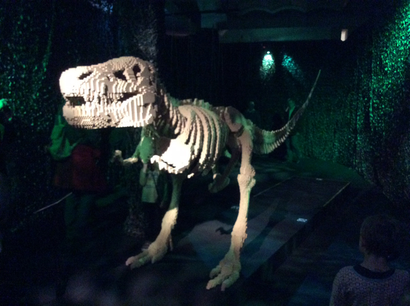 Art of the Brick Lego- Ausstellung Kulturcompagnie Hamburg Hafencity Dinosaurier