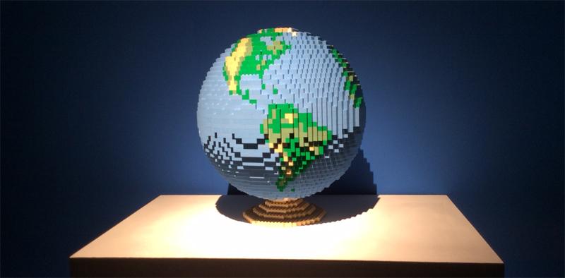Art of the Brick Lego Ausstellung Welt aus Lego Globus Kulturcompagnie Hamburg Hafencity