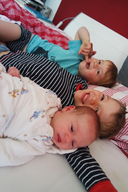 Drei Kinder und Wochenbett? Wie soll den das gehen? Erstaunlich gut, lernten wir ...