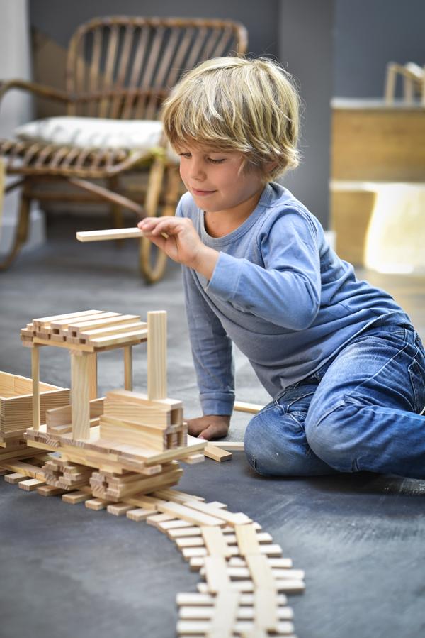 Mit Bausteinen kann alles entstehen, zum Beispiel eine Eisenbahn. Bild: Kapla