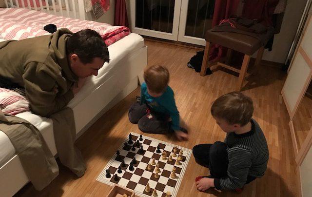 Vatertag Schach Vater-Sohn