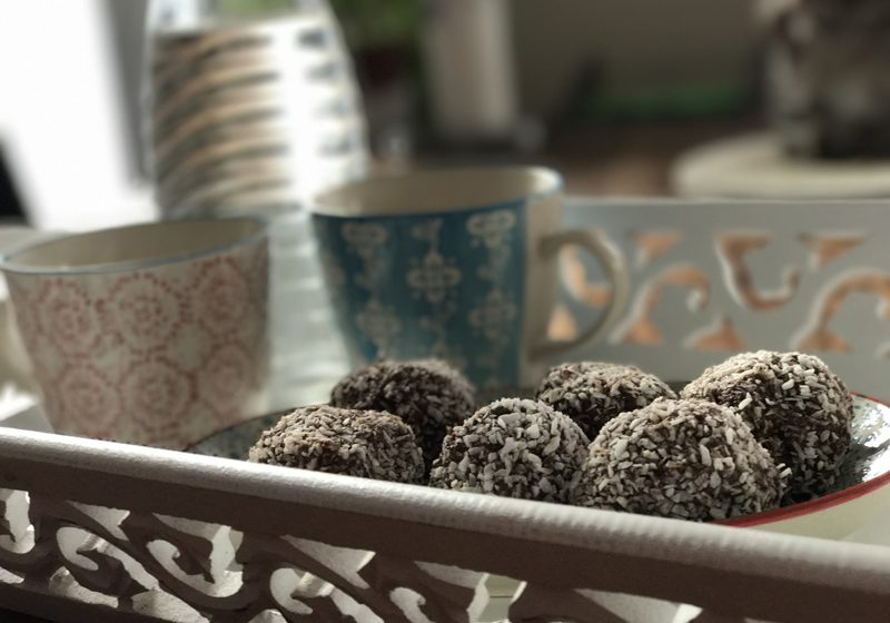 Chocladbollar Schwedische Schokoladenkugeln Gebäck zum Kaffee