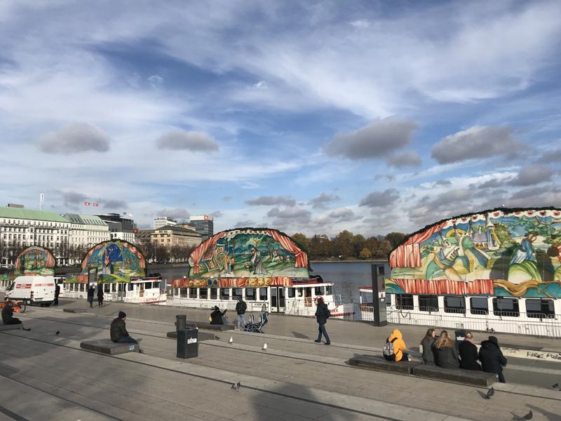 Vorweihnachtszeit Hamburg Kinder Familien Märchenschiffe Backschiffe Jungfernstieg Hamburg Alster 2018